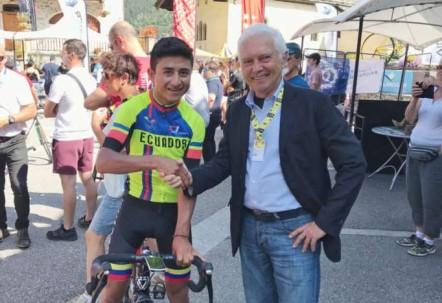 Momento. Jefferson Alexander Cepeda ganó la última etapa del Tour L'avenir y fichó por el equipo Androni de Italia. Foto: La Hora