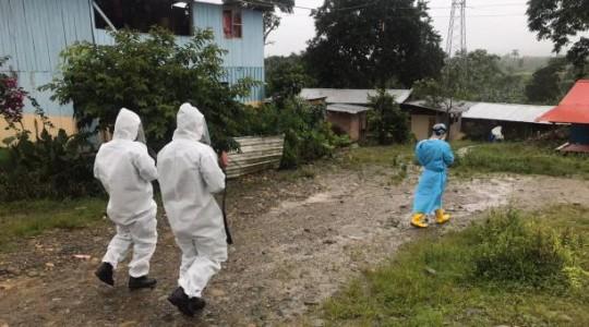 Imagen referencial. Las Fuerzas Armadas junto a especialistas del Ministerio de Salud han realizado pruebas rápidas de covid-19 en distintas localidades de la Amazonía del Ecuador. Foto: Twitter FF.AA. Ecuador