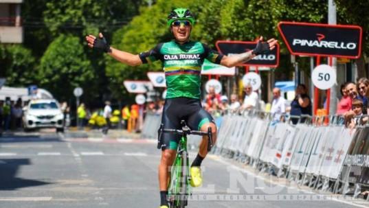 La llegada del ecuatoriano Jefferson Cepeda, ganador de la Vuelta Navarra Foto: El Norte