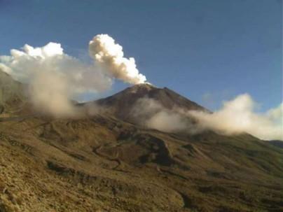 ALERTA. El volcán mantiene actividad 'alta'. Foto: La Hora
