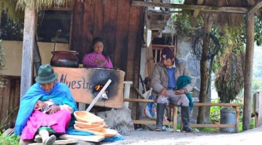 Pobladores de la comunidad rural de Oyacachi, conformada por unos 630 indígenas kichwas recurre al ecoturismo para conservar sus ancestrales tradiciones.  Foto: El Comercio