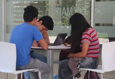 CONOCIMIENTO. Alumnos en el campus de la Universidad Ikiam, en Tena. Foto: La Hora