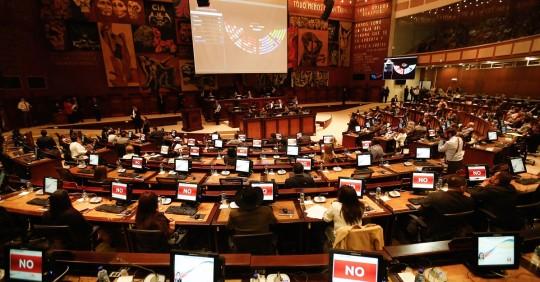 La Asamblea Nacional aprobó la ley de defensa de la dolarización / Foto: EFE