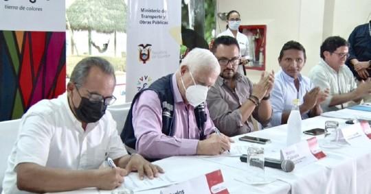 MTOP firma carta de compromiso para la construcción de proyectos viales en la Amazonía / Foto: cortesía Ministerio de Obras