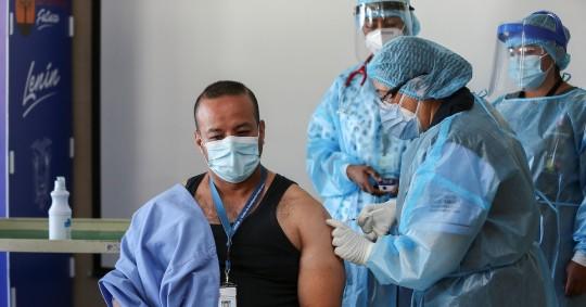 Ecuador debería vacunar a la mitad de su población hasta junio, según experta / foto EFE