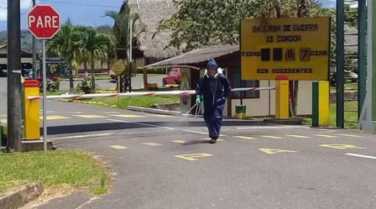 El Municipio cumple con la fumigación de calles, espacios públicos y aceras como medida de prevención al covid-19. Foto: Cortesía Municipio de Santiago de Méndez