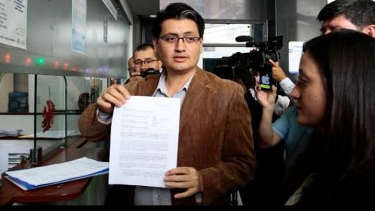 El presidente de la Mesa, Paúl Jácome, presentó la petición en un escrito que pide que se inicie una investigación de oficio contra 15 jueces de la Corte Nacional de Justicia (CNJ) de Ecuador. Foto: Expreso