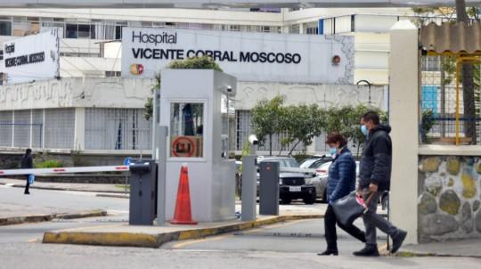 El Hospital Vicente Corral Moscoso de Cuenca, este 1 de abril del 2020. - Foto: API / Boris Romoleroux