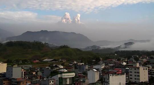 Panorámica del volcán Sangay que muestra el polvo volcánico. Foto cortesía ECU-911 Macas