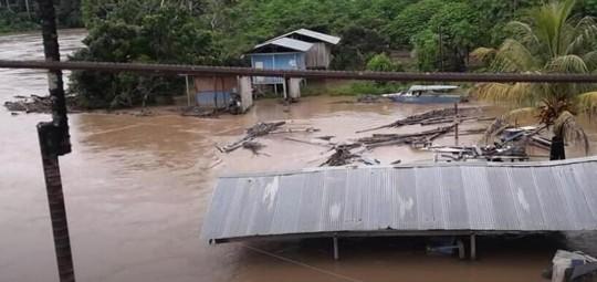 Lluvias provocan colapso de puente en Sucúa. Foto: Ecuavisa