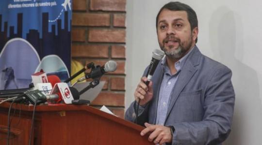El presidente del Consejo Directivo del Instituto Ecuatoriano de Seguridad Social, Paúl Granda, anunció los nuevos créditos hipotecarios. Foto: EL COMERCIO