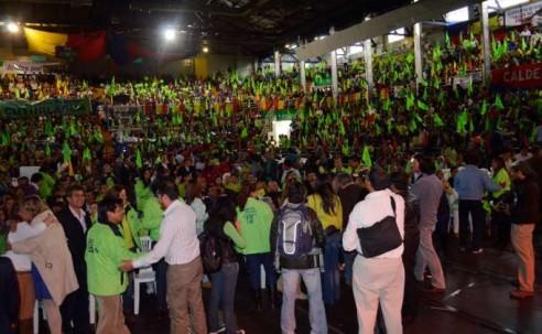 CAMPAÑA. Los aspirantes a cargos públicos por elecciones recorrían las calles para las elecciones seccionales. Foto: La Hora