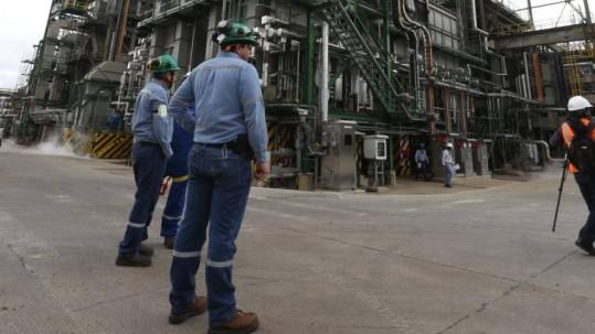 El colectivo 'Va por ti trabajador petrolero' realizará, este jueves 7 de noviembre de 2019, un plantón frente a la Corte Constitucional. Foto: Expreso