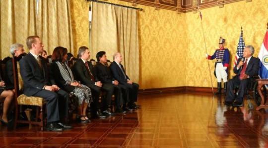 El presidente, Lenín Moreno (d), durante la entrega de credenciales a los embajadores en el Palacio de Carondelet el pasado 3 de julio del 2019. Foto: El Comercio