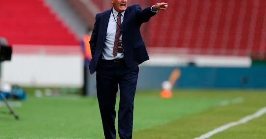 Gustavo Alfaro: El partido ante Perú se empezará a ganar en la mitad de la cancha/ Foto: EFE