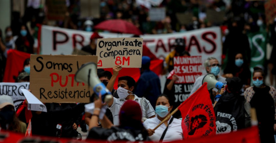 Mujeres marchan para rechazar silencio ante la violencia de género / Foto EFE