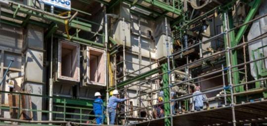 Trabajos de mantenimiento de la Refinería de Esmeraldas. Foto: EL TELÉGRAFO