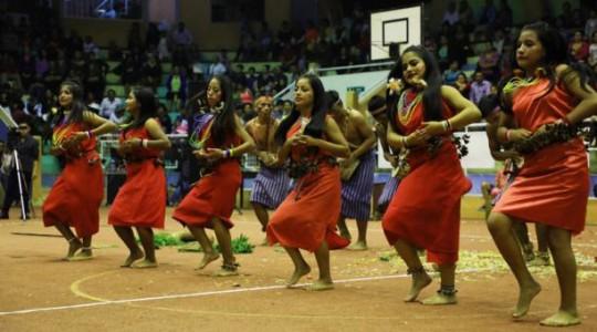 Como complemento al festival del canto hubo un encuentro de danzas folclóricas de las distintas etnias del Ecuador. Foto: El Comercio