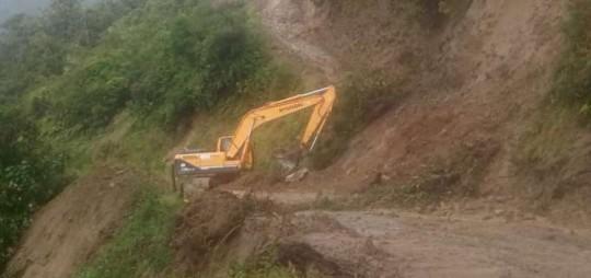 Trabajos. Maquinaria de Obras Públicas y de los municipios están en la zona. Foto: La Hora