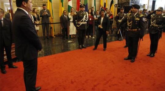 César Litardo, nuevo presidente, recibió los honores de la Escolta Legislativa. Foto: El Comercio