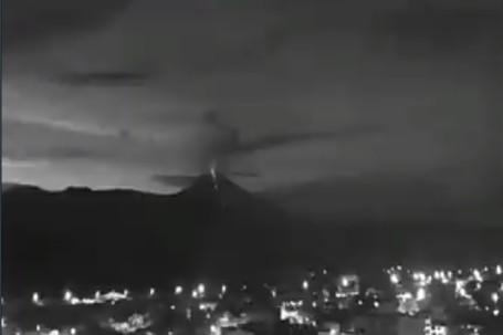 El volcán Sangay, situado en una estribación andina del centro-este de Ecuador y que está entre los más activos del país.