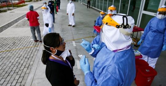 Ecuador reporta 342.678 positivos por covid-19 tras sumar 1.059 en un día / Foto: EFE
