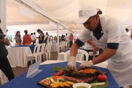 Uno de los participantes de la feria gastronómica. Foto: El Universo