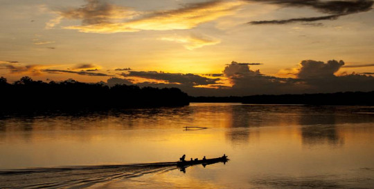 Los achuar navegan y pintan de diversidad los ríos de oro del Ecuador. Foto: El País