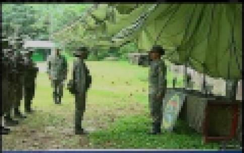 La Escuela de Selva y Contrainsurgencia del Ejército entrena oficiales para  operaciones de combate en la frontera. A orillas del río Napo y en medio de  una ... 73098a2ace6