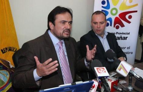 Los prefectos Paúl Carrasco del Azuay y Santiago Correa del Cañar en una reunión que tuvieron como parte del proceso
