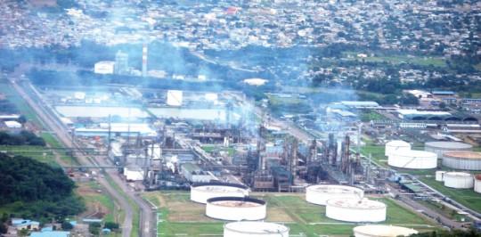 El complejo industrial de la Refinería de Esmeraldas produce el 50% de lo que requiere el país en temas de combustibles, la diferencia es importada. Foto: La Hora