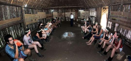 En San Jacinto, los rituales de iniciación también tienen como protagonistas a jóvenes visitantes de diferentes partes del mundo. Fotos: Roberto Chávez | EL TELÉGRAFO