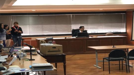 El conjuez de la Corte Nacional de Justicia, David Jacho, declaró reservada la audiencia de juzgamiento en contra del asambleísta Yofre Poma, del prefecto de Sucumbíos, Amado Chávez y otras siete personas por tratarse de un delito contra la seguridad del Estado. Foto: Primicias