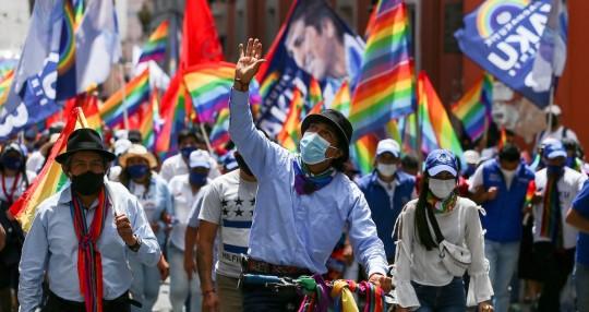 Una tromba acompaña a Yaku Pérez en cierre campaña electoral en Quito / Foto EFE