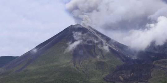 Emisiones de ceniza a alturas mayores a 600 metros en volcán Reventador. Foto: Ecuavisa
