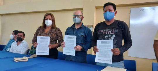 Petroecuador y representantes de la comuna El Edén suscribieron convenio / Foto: Petroecuador