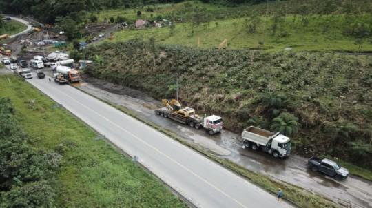 El Ministerio de Transporte construye unas dos variantes para la vía E45, en el sector San Rafael, este 26 de mayo. - Foto: MTOP