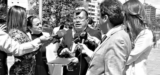 El asambleísta por la provincia de Santo Domingo de los Tsáchilas, Ángel Gende, entregó este martes 18 de junio documentación en la Fiscalía General. Foto: El Telégrafo