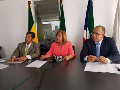 Pronunciamiento. Autoridades de la Mancomunidad del Norte del Ecuador en la rueda de prensa en la que informaron sobre el contenido de las resoluciones. Foto: La Hora