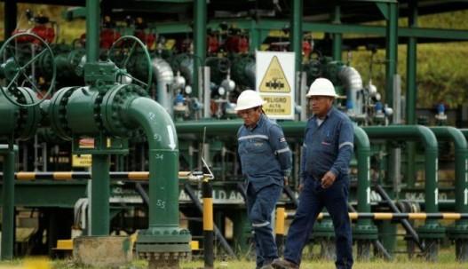 El sector petrolero nacional se ha visto afectado por el desplome de los precios del petróleo y la rotura de los oleoductos.Reuters.