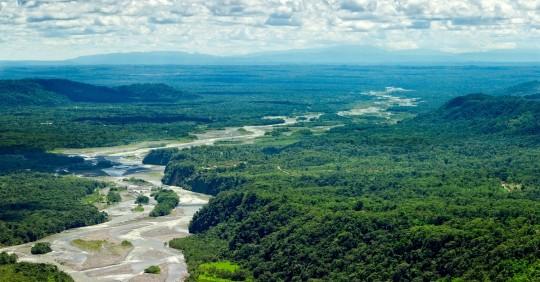 """Indígenas amazónicos afrontan Día Mundial del Agua """"sin nada que celebrar"""" / Foto: Shutterstock"""