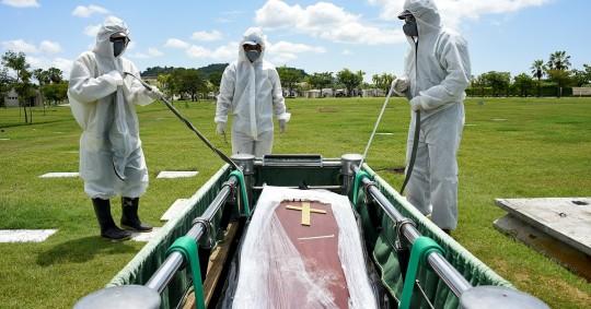 Ecuador pide prohibir la visita a los cementerios en el Día de los Difuntos. Foto / EFE