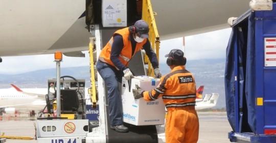 Covid-19: Ecuador recibió segundo lote con 16.380 dosis de la vacuna / Foto EFE