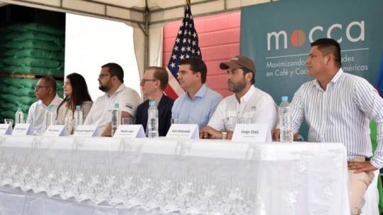Unión de Organizaciones Campesinas Cacaoteras del Ecuador, en Yaguachi, se firmó un acuerdo de cooperación que beneficiará al sector cacaotero del país. Foto: Expreso