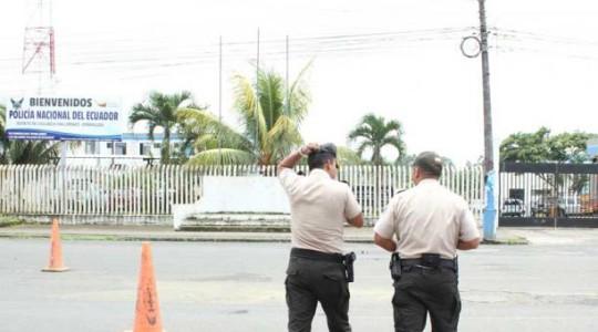 Tras el atentado terrorista en San Lorenzo, agentes custodiaban el cuartel policial.  Foto: El Comercio