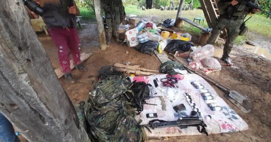 Militares encontraron base de descanso clandestina en Sucumbíos / Foto: cortesía Fuerzas Armadas