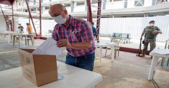 Más de 410.000 ecuatorianos podrán votar en el extranjero / (foto EFE)