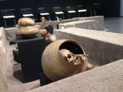 REPRESENTACIÓN. Con la exposición de piezas originales de varias culturas, se recreó una excavación arqueológica. Foto: La Hora