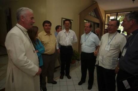 El sacerdote Jorge Nigsch (centro) cumplió 26 años de servicio. Foto: El Universo