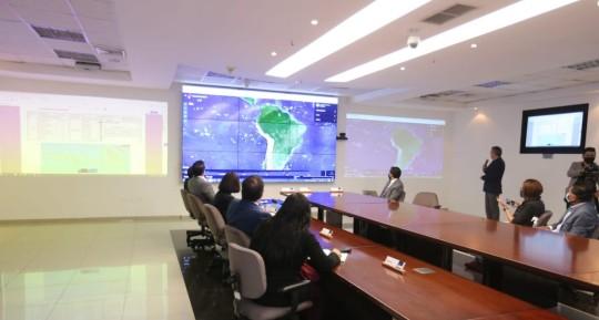 Ecuador monitorea a flota pesquera extranjera ubicada a 470 millas fuera de su límite marítimo / Foto EFE